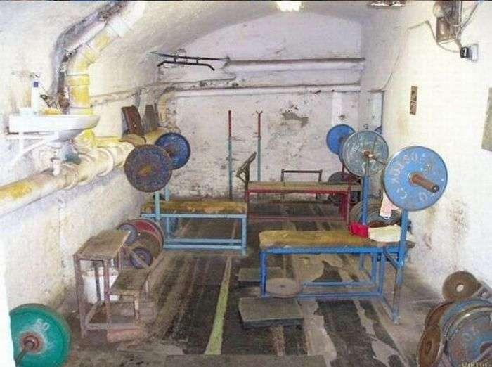Суворий тренажерний зал (6 фото)