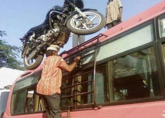 Чоловік і мотоцикл (4 фото)