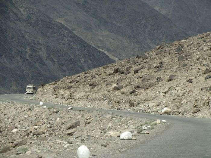 Найнебезпечніші дороги в світі (91 фото)