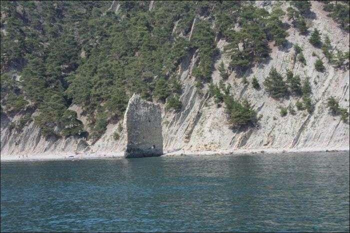 Скеля Парус - памятник природи (4 фото)