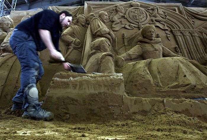 Як створюються скульптури з піску (16 фото)