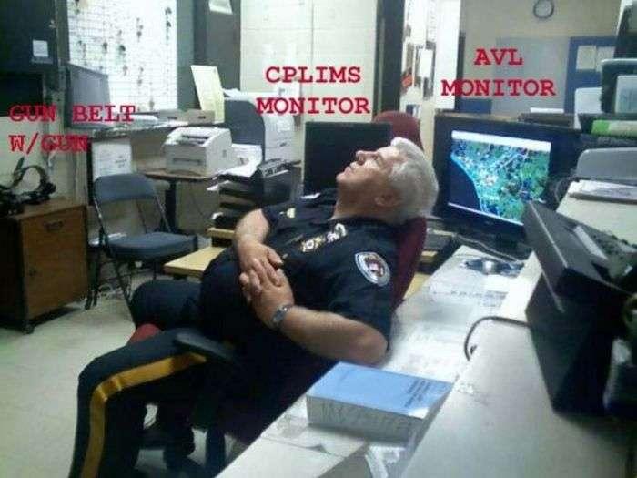 Спляча охорона (30 фото)