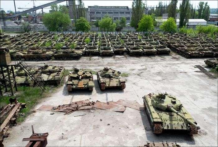 Покинутий танкоремонтний завод (34 фото)