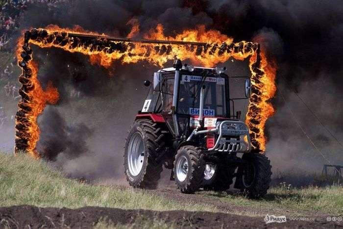 Гонки для справжніх трактористів (22 фото + відео)
