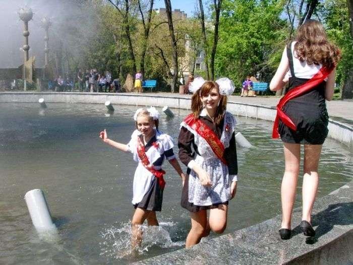 Останній дзвоник у Луганську (10 фото)