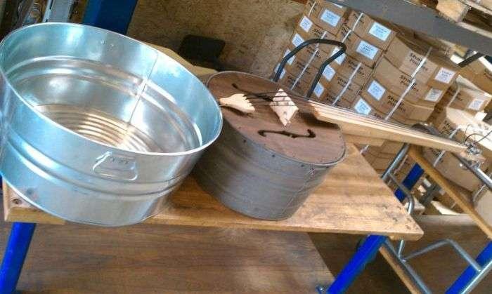 Музичний інструмент з корита (6 фото)