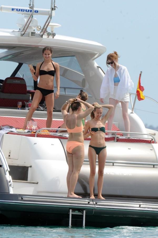 Алисия Викандер на отдыхе alicia vikander,пляж/бикини