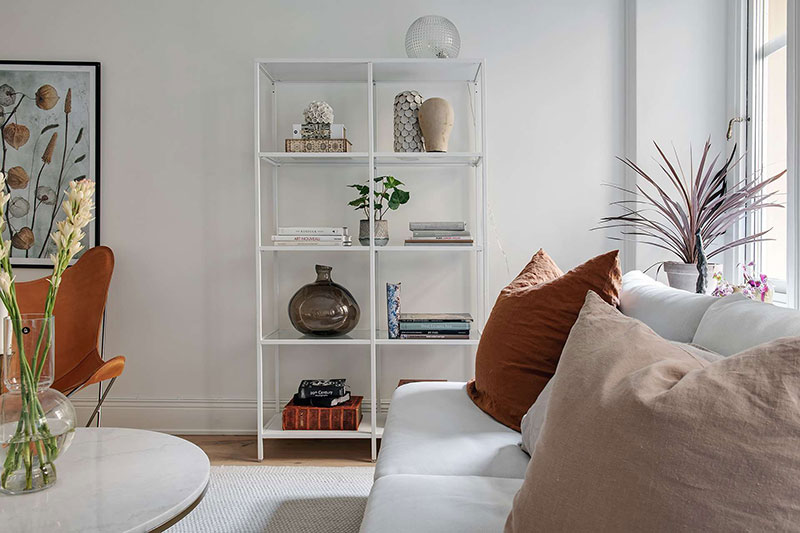 Оттенки заката и весенних цветов: белая квартира с пастельными акцентами в Швеции белый интерьер,интерьер и дизайн,квартира,Скандинавский стиль,теплые тона,Швеция