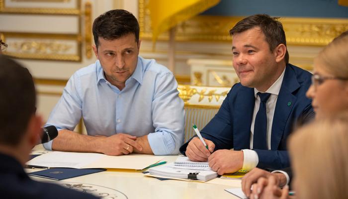 В чьих «наручниках» будет жить президент Зеленский украина