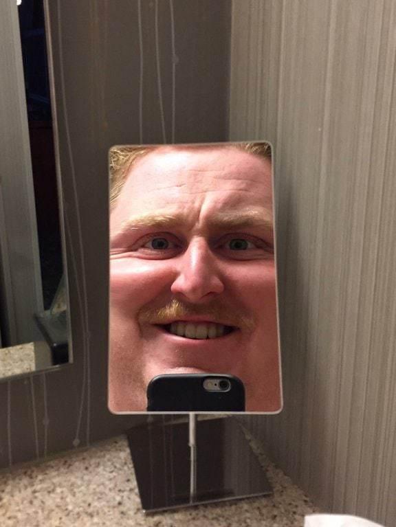 25 зеркал, которые подшутили над людьми