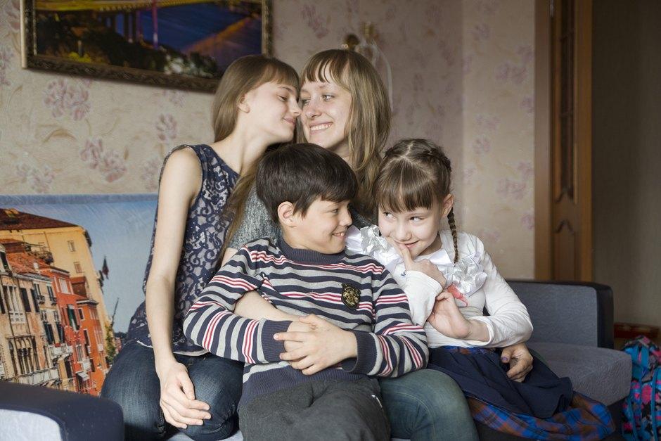 «К 25 годам я в одиночку усыновила троих детей» воспитание детей,дети,жизнь,личный опыт,многодетная семья,приемные дети,родители